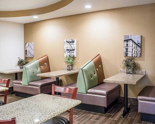 Comfort Suites Perrysburg - Toledo South, Wood