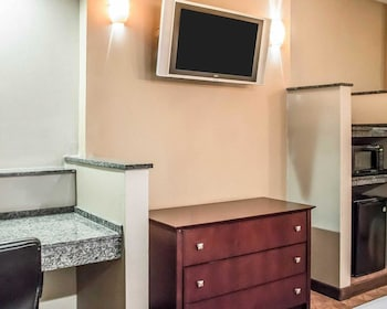 Toledo Vacations - Comfort Suites Perrysburg - Toledo South - Property Image 1