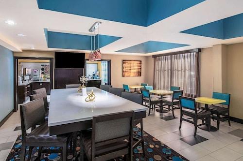 . La Quinta Inn & Suites by Wyndham Oxford - Anniston