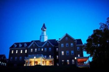 Hotel - The Delafield Hotel