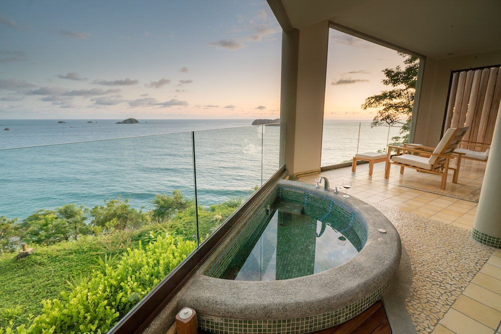 https://i.travelapi.com/hotels/2000000/1490000/1484900/1484897/23059386_z.jpg