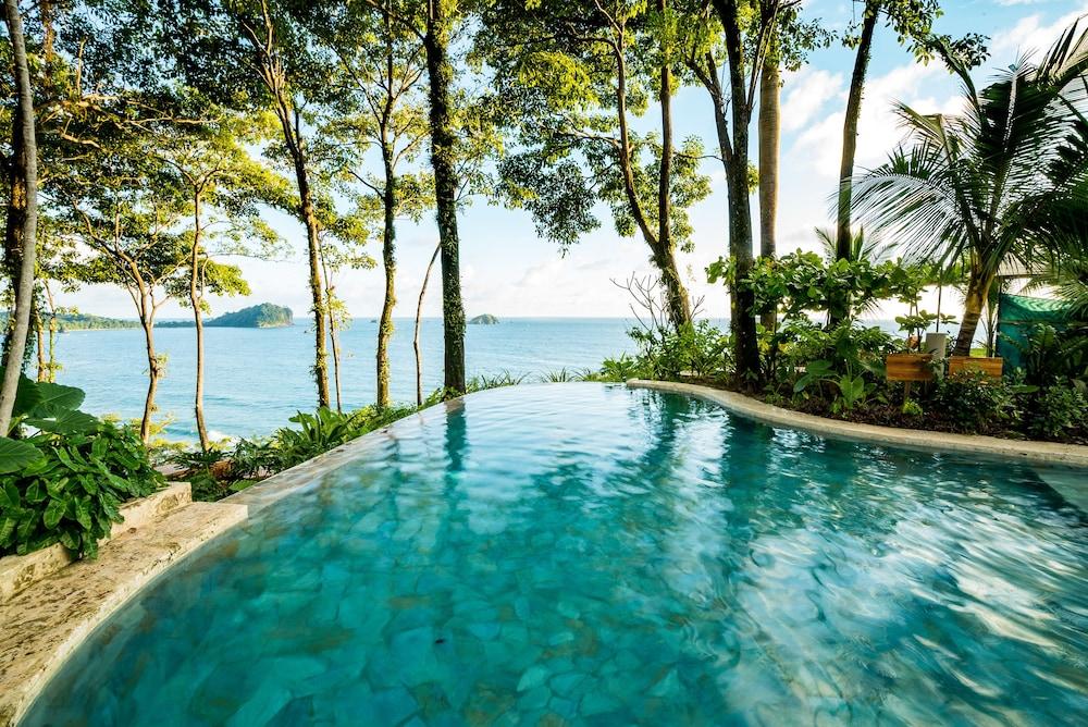 https://i.travelapi.com/hotels/2000000/1490000/1484900/1484897/71dcb97d_z.jpg