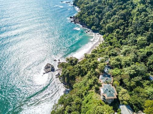 . Arenas del Mar Beachfront & Rainforest Resort