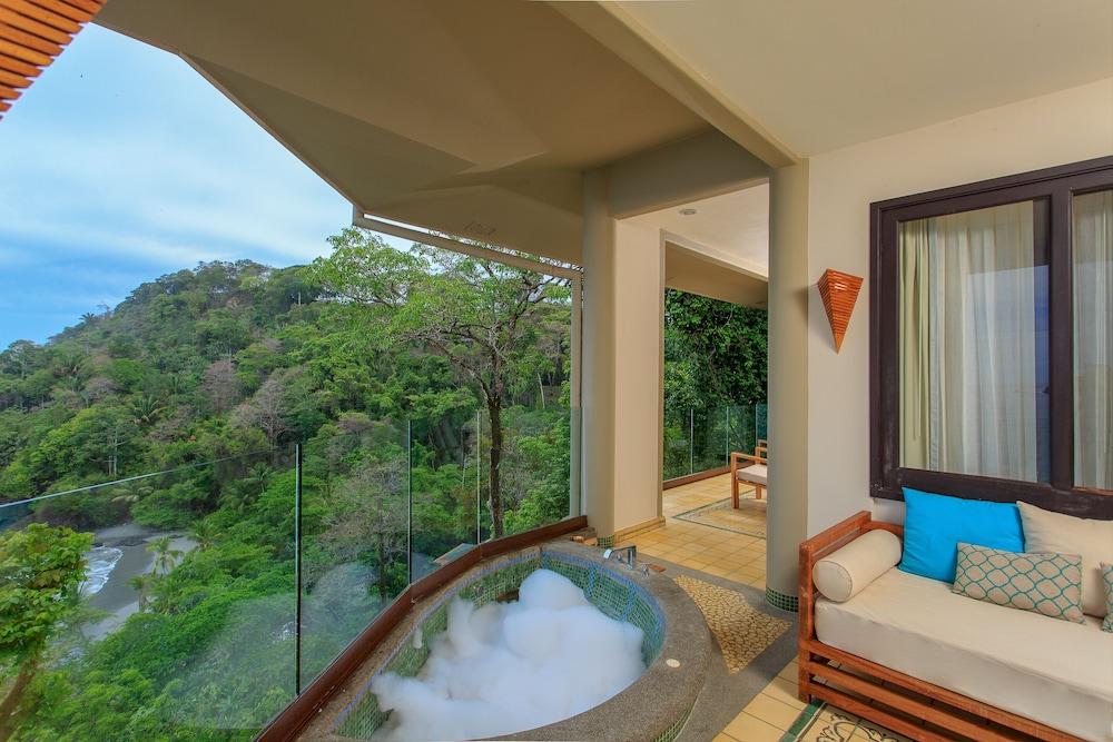 https://i.travelapi.com/hotels/2000000/1490000/1484900/1484897/d39b3844_z.jpg