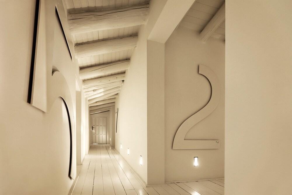 https://i.travelapi.com/hotels/2000000/1490000/1486200/1486133/2e27586a_z.jpg