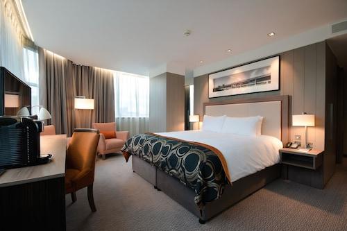 . Clayton Hotel Chiswick