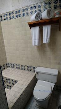 Las Rocas Resort And Spa - Bathroom  - #0
