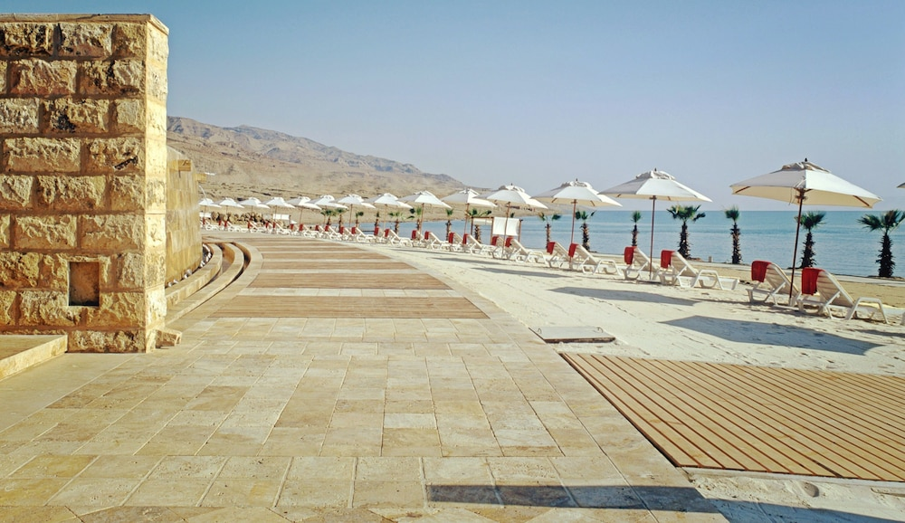 https://i.travelapi.com/hotels/2000000/1490000/1489600/1489538/091f418b_z.jpg