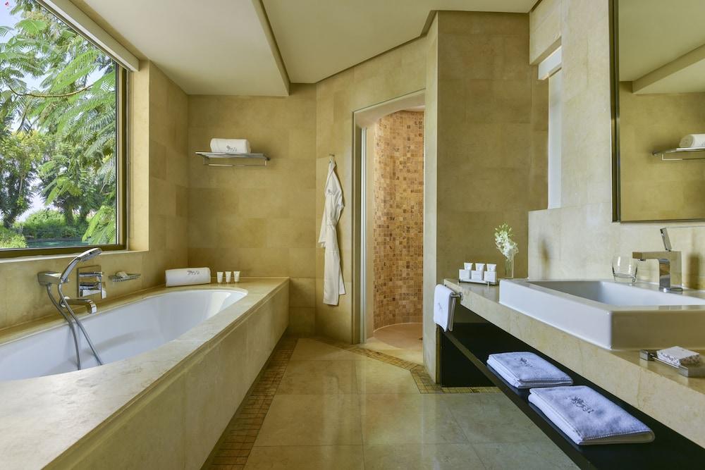 https://i.travelapi.com/hotels/2000000/1490000/1489600/1489538/0c6325fe_z.jpg