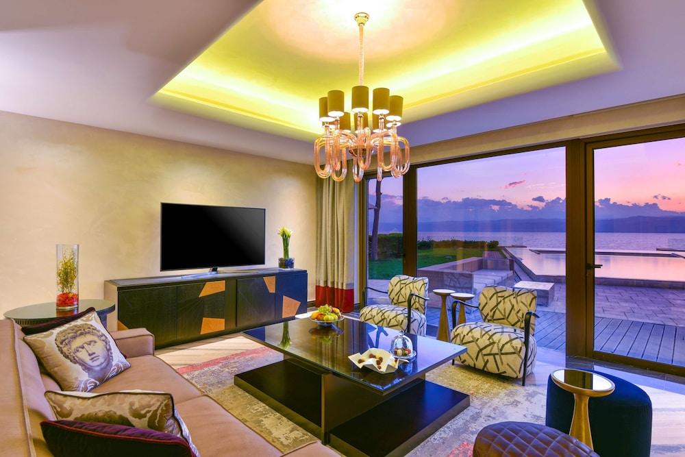 https://i.travelapi.com/hotels/2000000/1490000/1489600/1489538/14c3e597_z.jpg