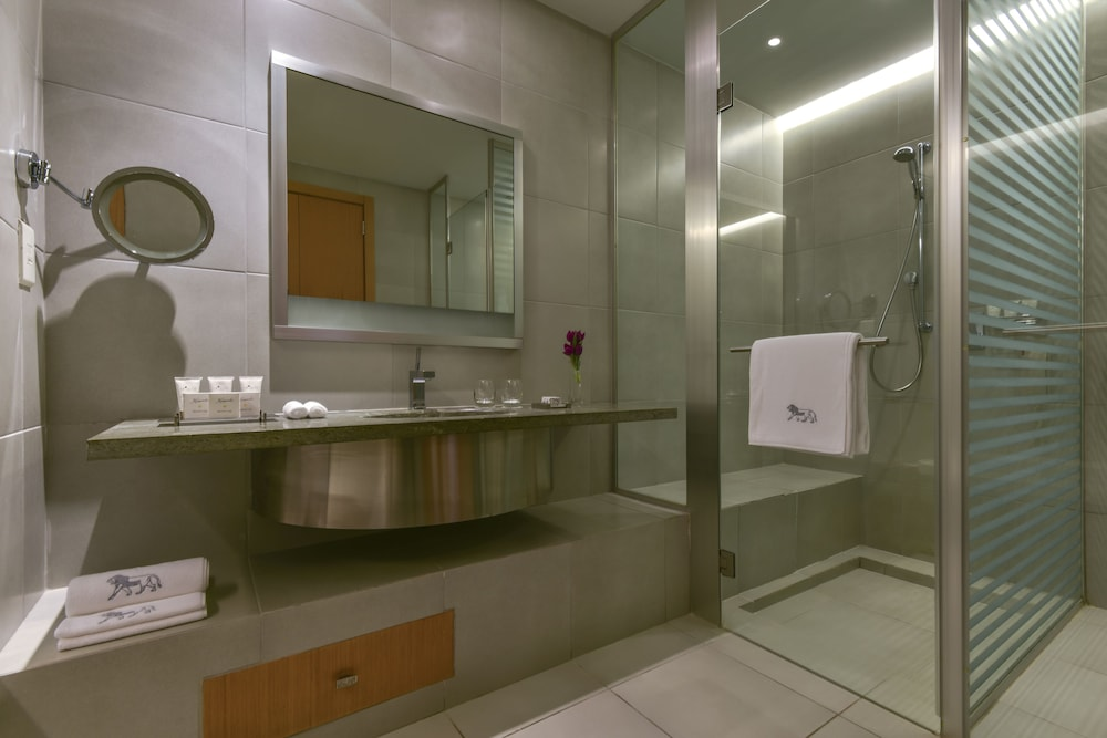 https://i.travelapi.com/hotels/2000000/1490000/1489600/1489538/300fa147_z.jpg