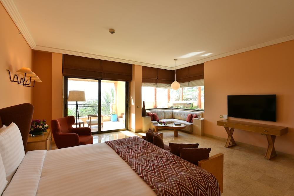 https://i.travelapi.com/hotels/2000000/1490000/1489600/1489538/3715cb48_z.jpg