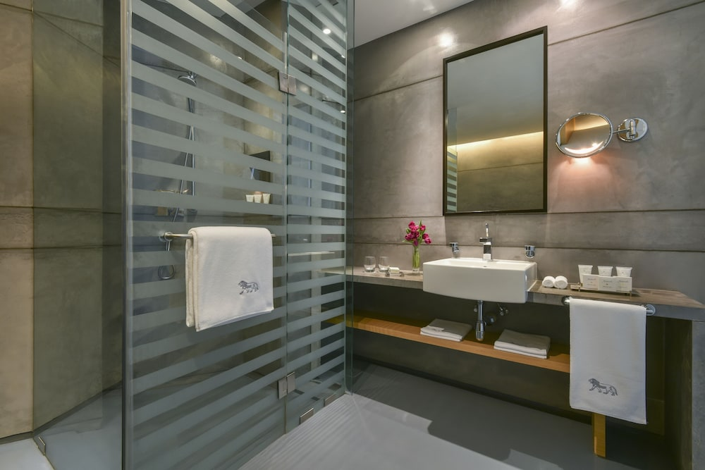 https://i.travelapi.com/hotels/2000000/1490000/1489600/1489538/445d244c_z.jpg