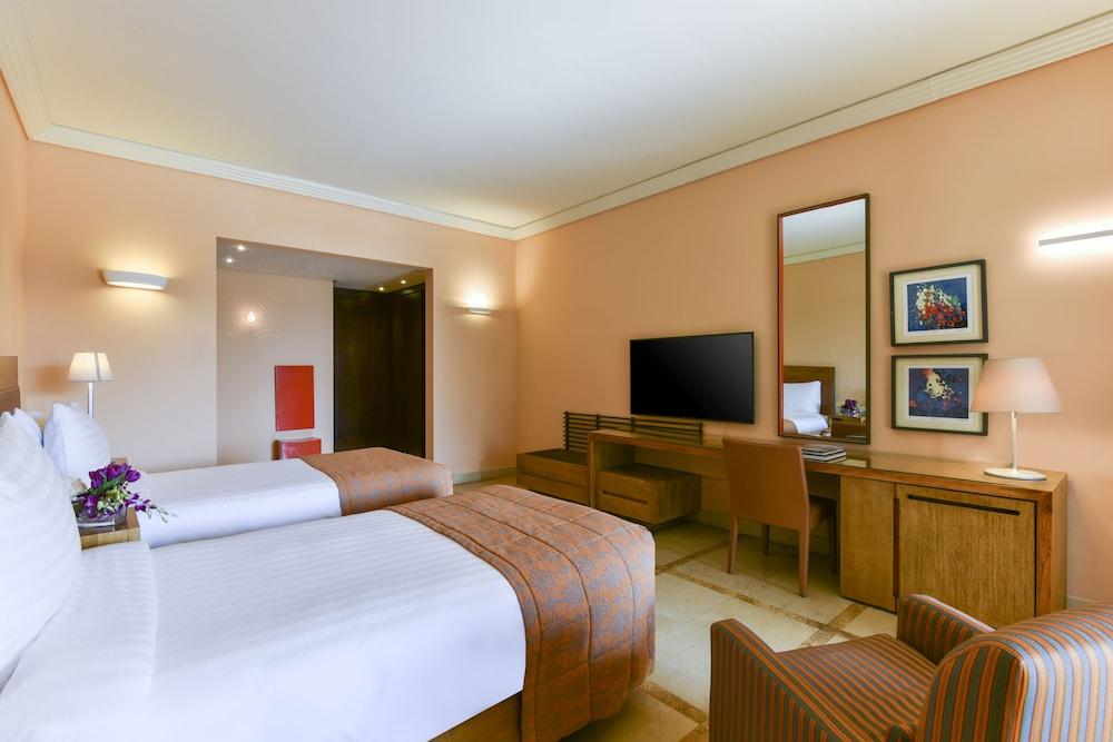 https://i.travelapi.com/hotels/2000000/1490000/1489600/1489538/4f847dd5_z.jpg