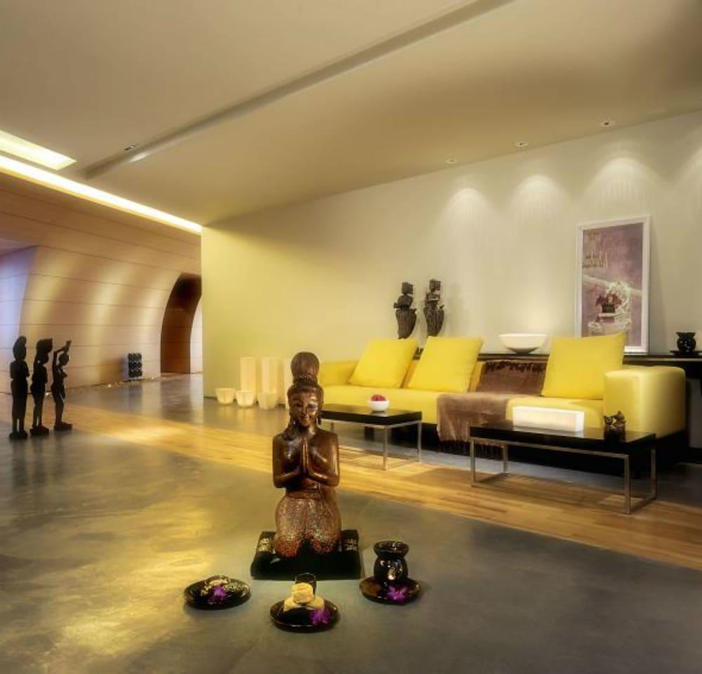 https://i.travelapi.com/hotels/2000000/1490000/1489600/1489538/5aead6b5_z.jpg