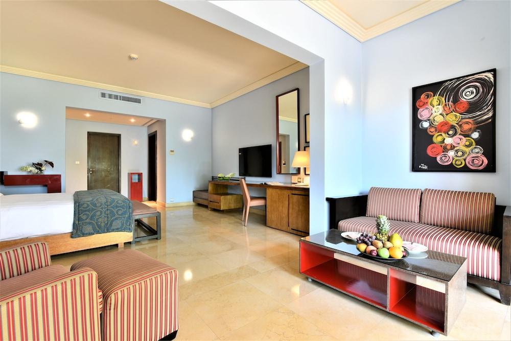 https://i.travelapi.com/hotels/2000000/1490000/1489600/1489538/5f39aa51_z.jpg