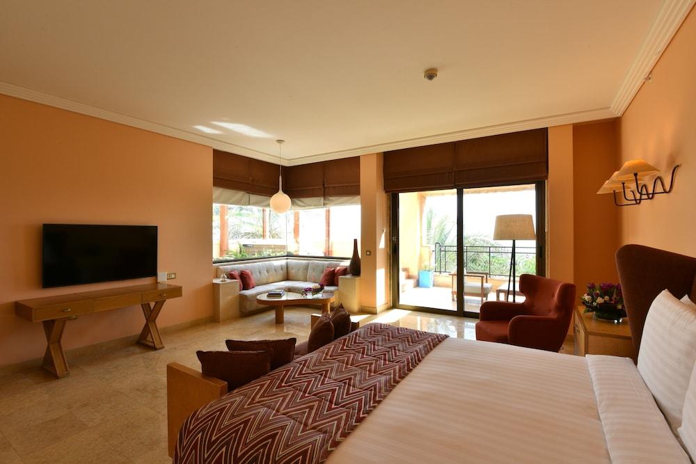 https://i.travelapi.com/hotels/2000000/1490000/1489600/1489538/7e786b69_z.jpg
