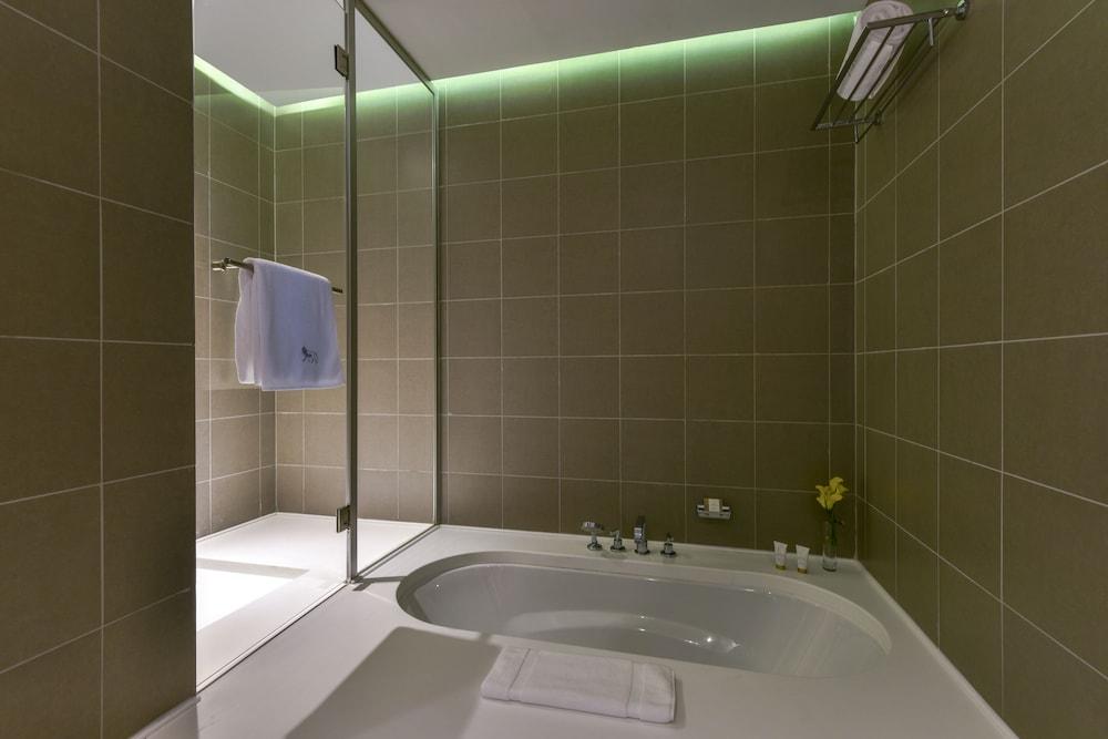 https://i.travelapi.com/hotels/2000000/1490000/1489600/1489538/814a0a7a_z.jpg