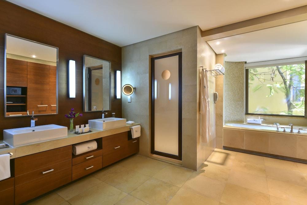 https://i.travelapi.com/hotels/2000000/1490000/1489600/1489538/8ed427fc_z.jpg