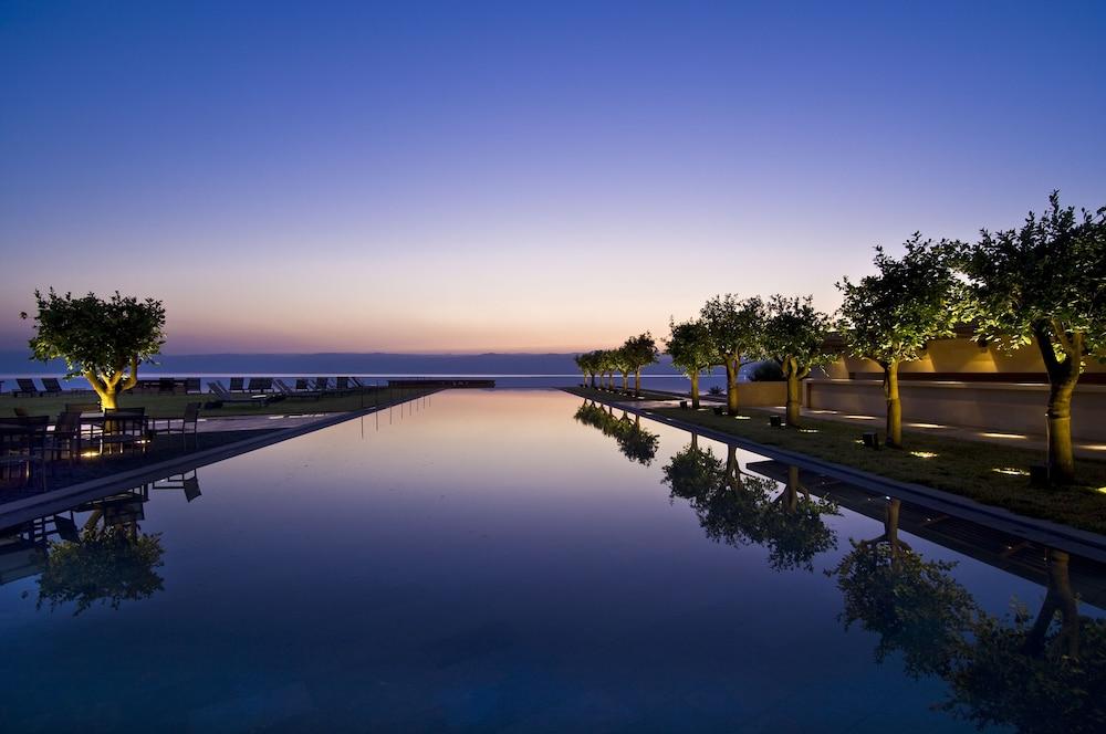 https://i.travelapi.com/hotels/2000000/1490000/1489600/1489538/9da90522_z.jpg