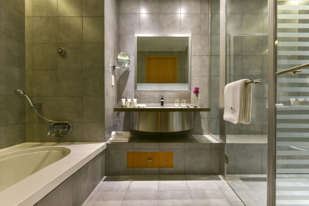 https://i.travelapi.com/hotels/2000000/1490000/1489600/1489538/a855fcc4_z.jpg