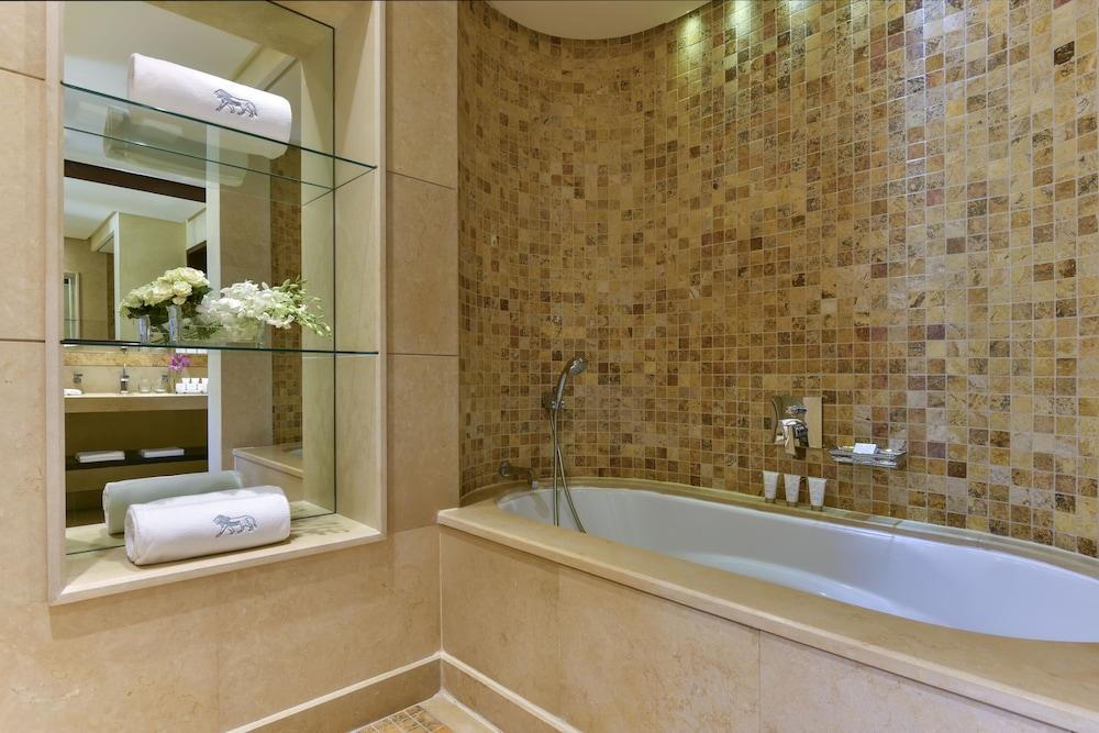 https://i.travelapi.com/hotels/2000000/1490000/1489600/1489538/ab052f82_z.jpg