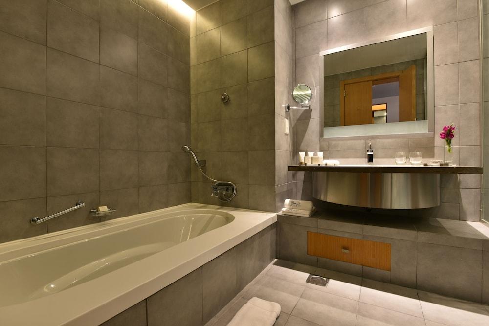 https://i.travelapi.com/hotels/2000000/1490000/1489600/1489538/ac46525f_z.jpg