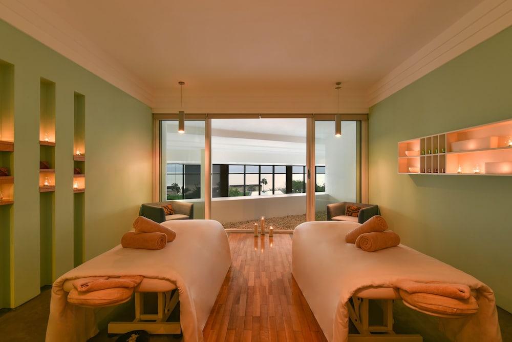 https://i.travelapi.com/hotels/2000000/1490000/1489600/1489538/af711b7b_z.jpg