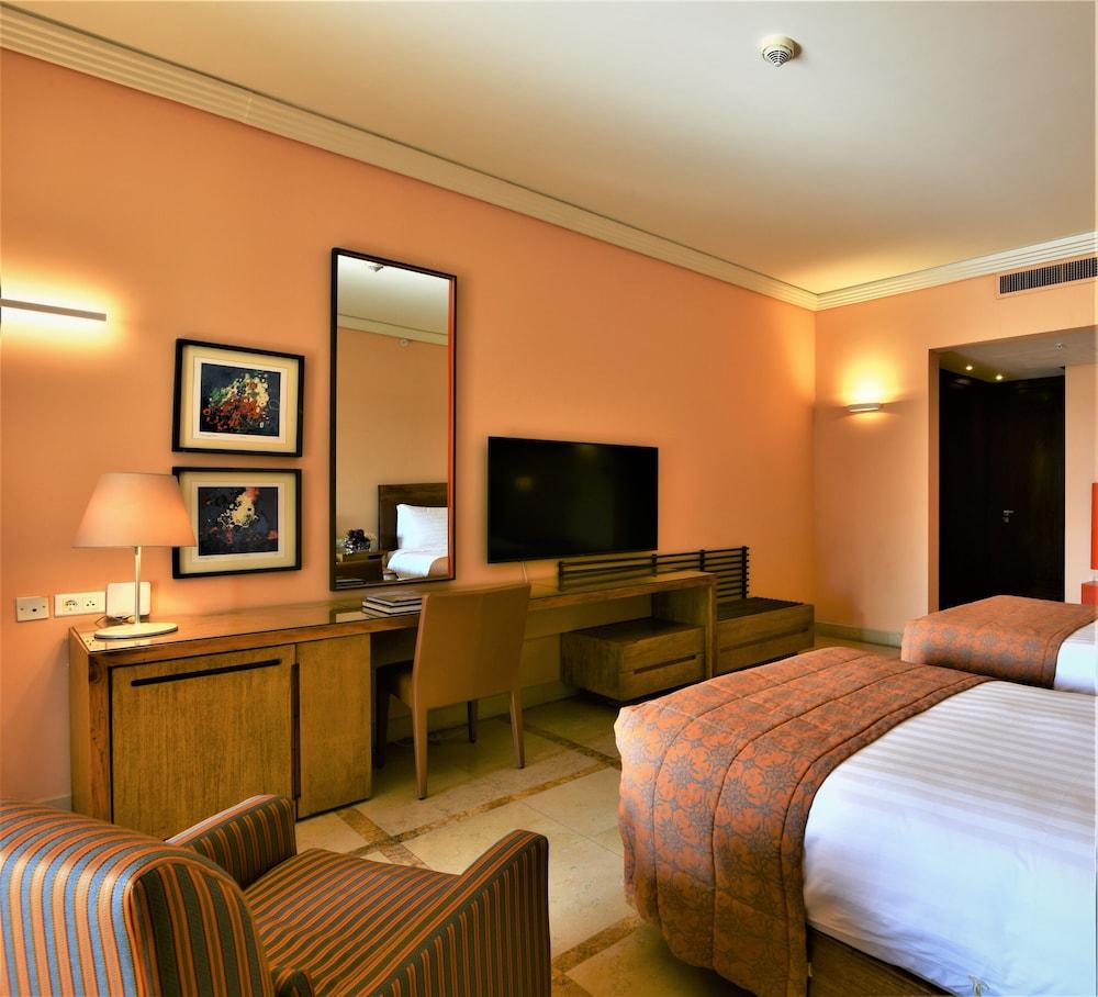 https://i.travelapi.com/hotels/2000000/1490000/1489600/1489538/c486d167_z.jpg