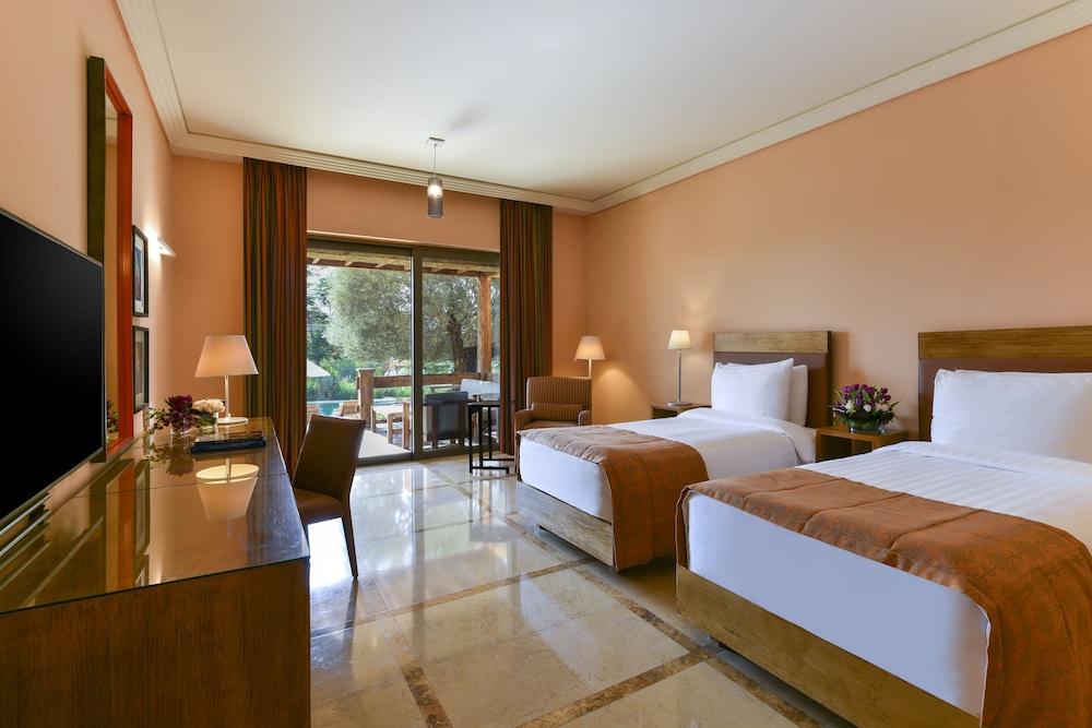 https://i.travelapi.com/hotels/2000000/1490000/1489600/1489538/ca98021d_z.jpg