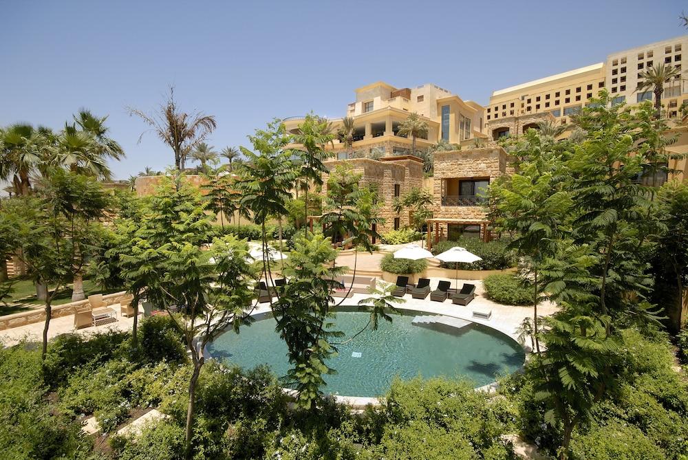 https://i.travelapi.com/hotels/2000000/1490000/1489600/1489538/ed58fd7f_z.jpg