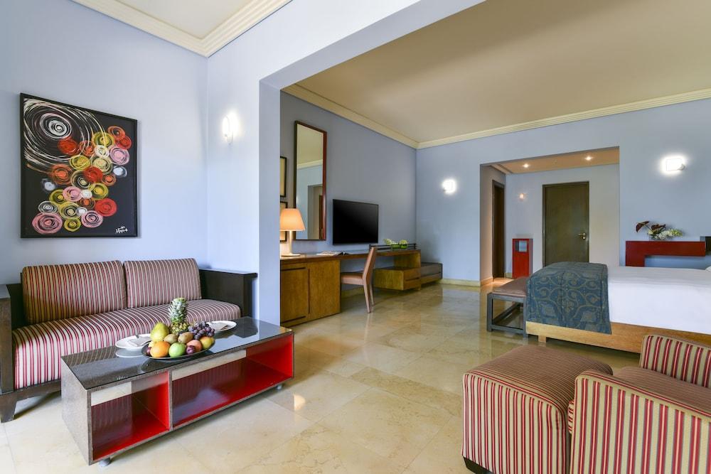 https://i.travelapi.com/hotels/2000000/1490000/1489600/1489538/f9414fc9_z.jpg