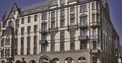 . Hotel Monopol