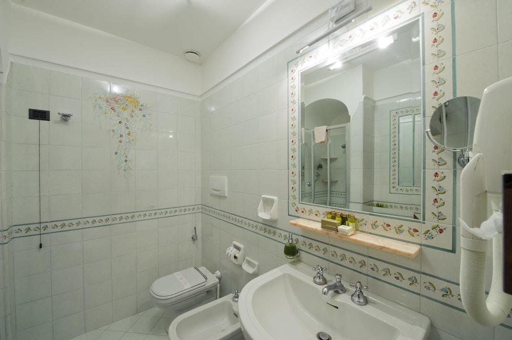 호텔 트라몬토 디오로(Hotel Tramonto d'Oro) Hotel Image 31 - Bathroom