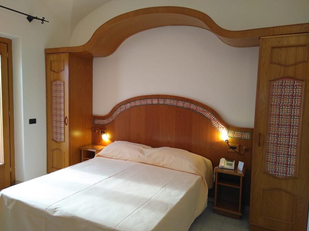 호텔 트라몬토 디오로(Hotel Tramonto d'Oro) Hotel Image 38 - Guestroom