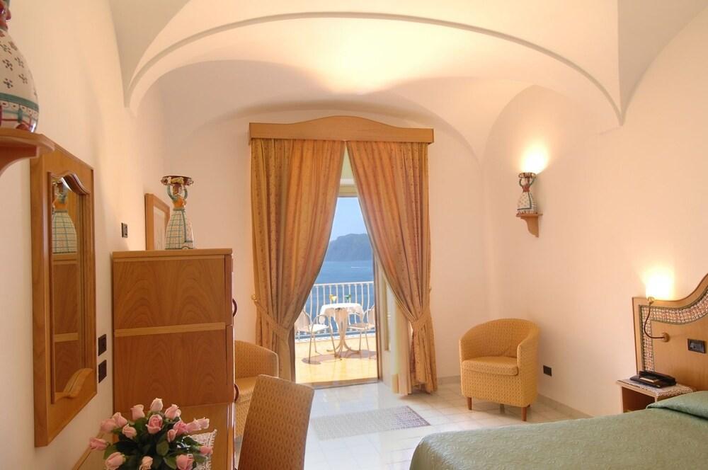 호텔 트라몬토 디오로(Hotel Tramonto d'Oro) Hotel Image 15 - Guestroom