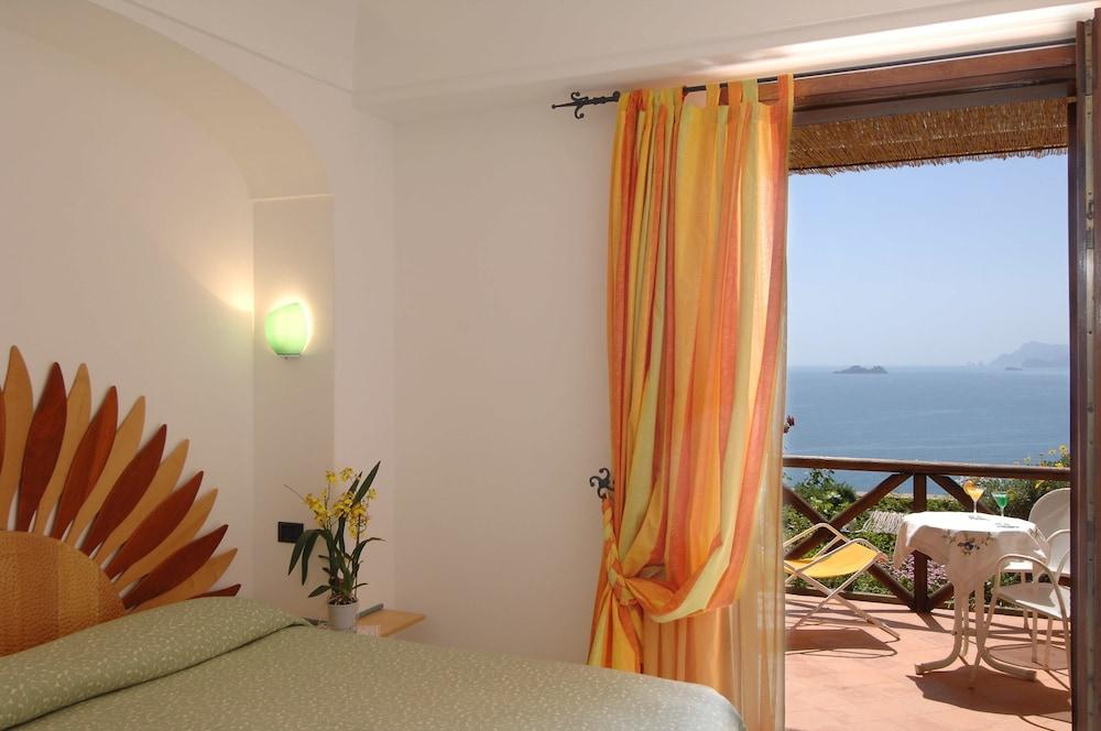 호텔 트라몬토 디오로(Hotel Tramonto d'Oro) Hotel Image 28 - Guestroom View