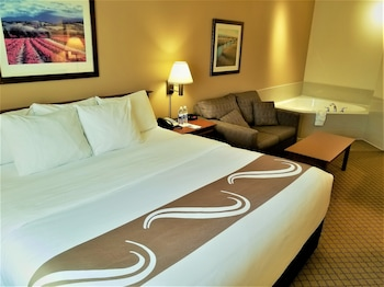 Standard Room, 1 King Bed with Sofa bed, Non Smoking, Hot Tub