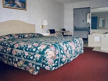 Basic Room, 1 King Bed, Smoking