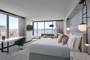 Junior Suite, 1 King Bed (Grand)