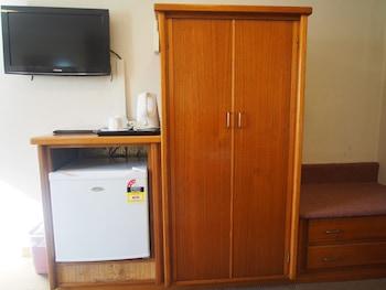 Guestroom at Ascot Motor Inn in Wahroonga