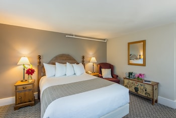 Deluxe Room, 1 Queen Bed with Sofa bed, Mountain View