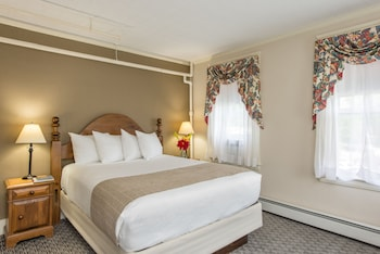 Standard Suite, 1 Queen Bed with Sofa bed (2 rooms)