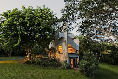 . Hix Island House