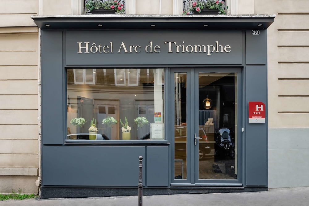Hotel Arc de Triomphe, Featured Image