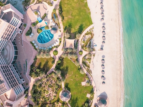 . Danat Jebel Dhanna Resort
