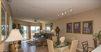 Two Bedroom Gulf Front Condo, Beach Chairs Included