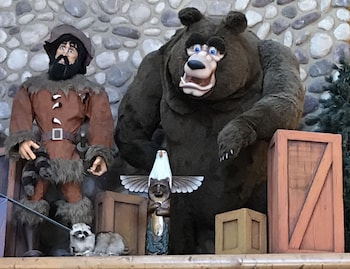 Hotel - Grizzly Jack's Grand Bear Resort