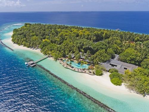 . Royal Island Resort And Spa
