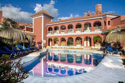 . Hotel Los Arcos